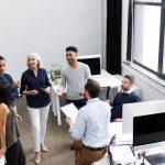 Firmy výrazně nabírají a jsou ochotné zvyšovat mzdy